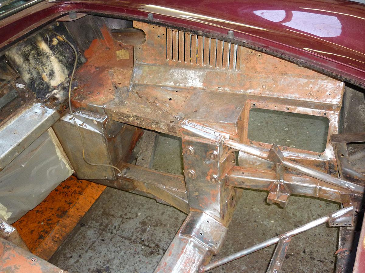 Aston-Martin-DB6-Volante-10