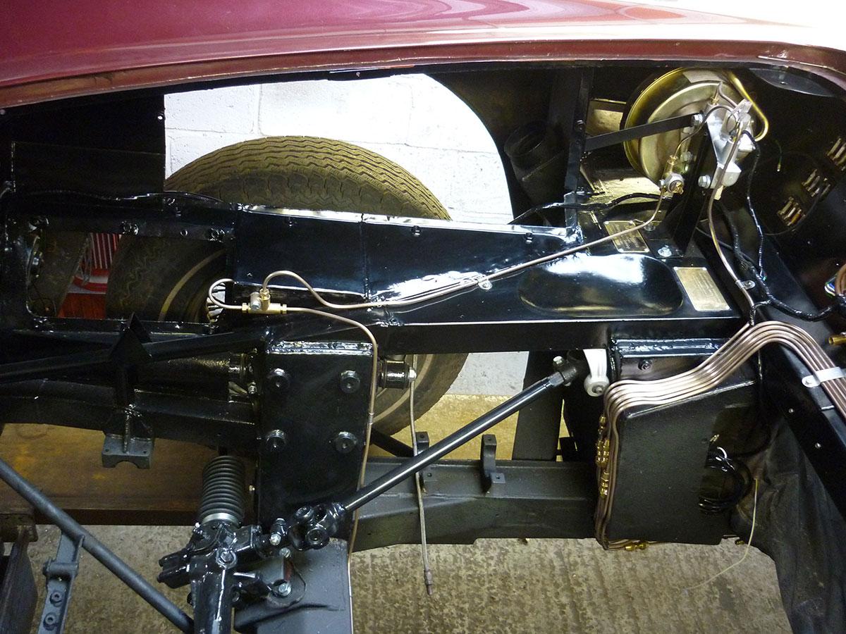 Aston-Martin-DB6-Volante-22