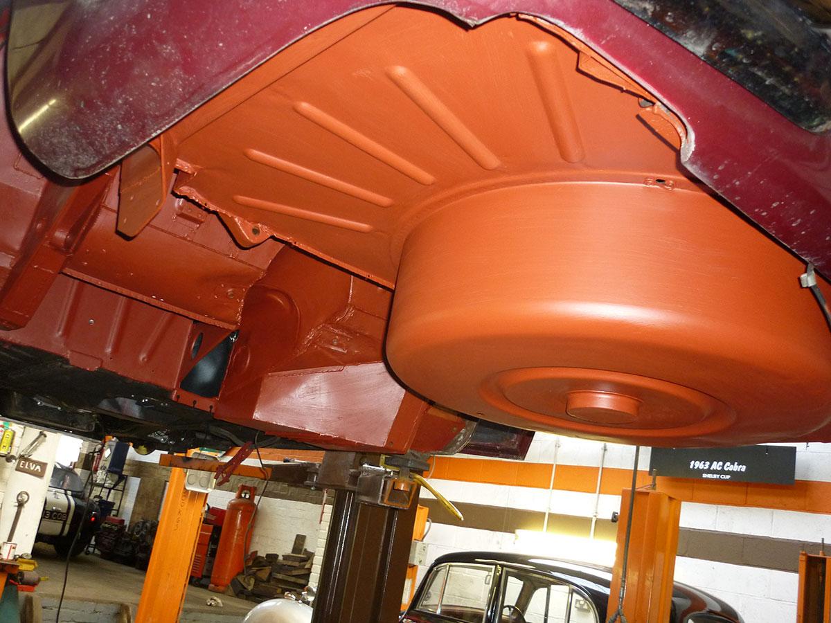 Aston-Martin-DB6-Volante-5