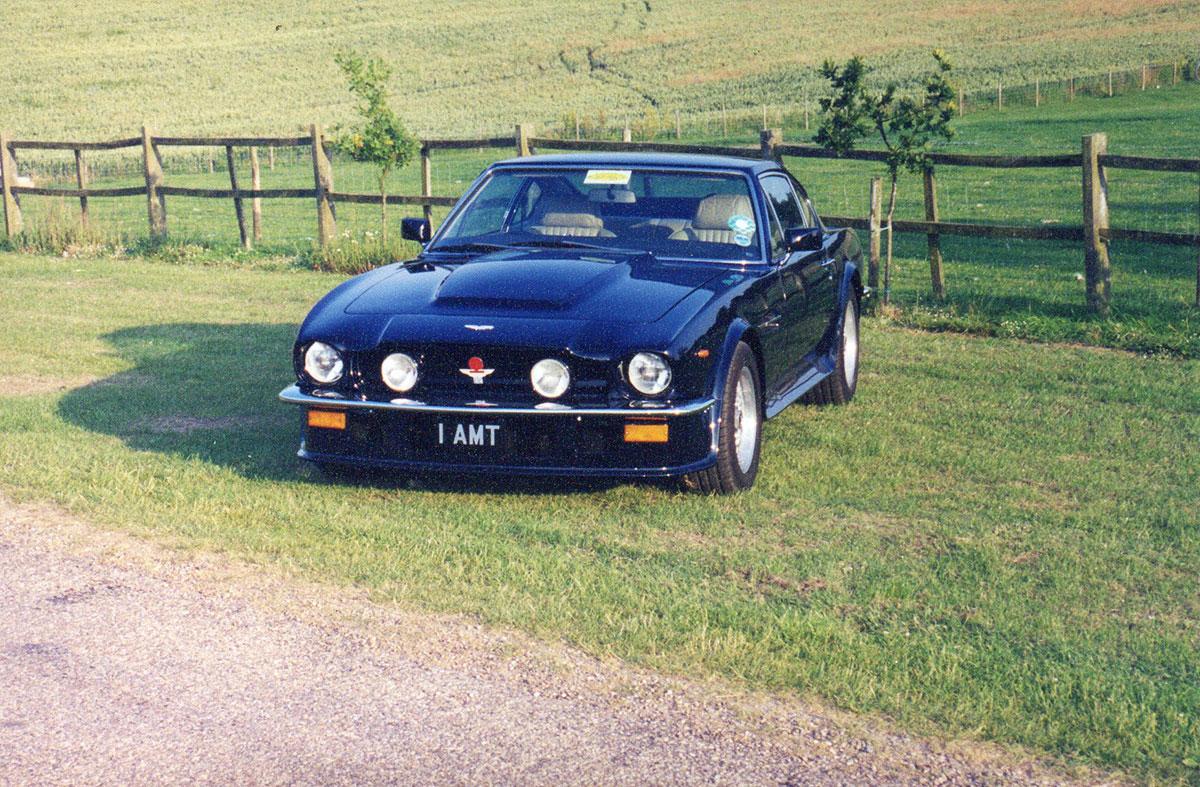 Aston-Martin-V8-1