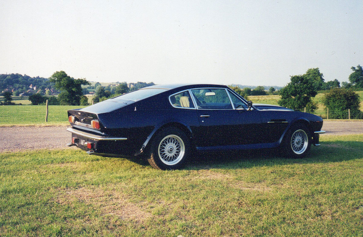 Aston-Martin-V8-5
